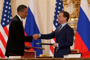 Obama_and_Medvedev_sign_Prague_Treaty_2010[1]